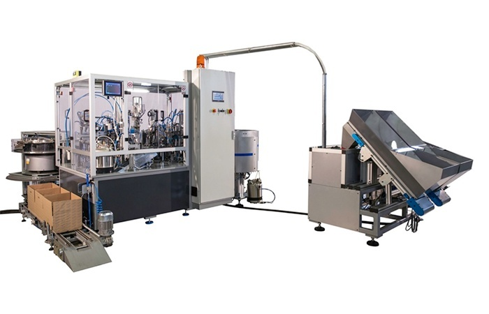 Special machine to mount mountingplate and pre-assembled hinge on mountingplate